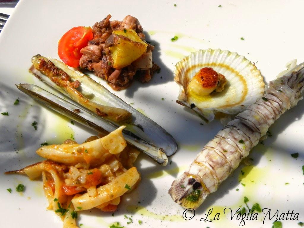 polpo con patate, seppie al pomodoro, cicale di mare (da noi chiamate canoce), canestrelli gratinati