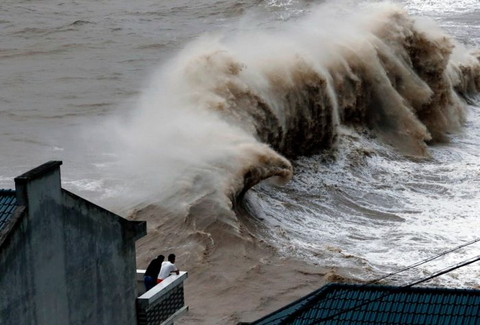 """Typhoon """"Chang-hom"""" in Wenling city county."""
