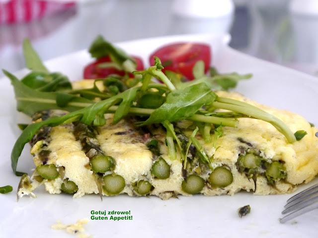 Omlet ze szparagami z piekarnika (bez glutenu) - Czytaj więcej »