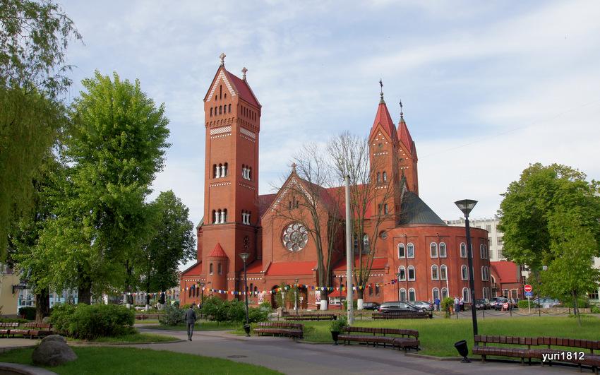 Костел святого Симеона и святой Елены (Красный костел)