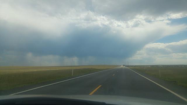 מרחבים, כבישים וגשם - נוף טיפוסי בקולורדו