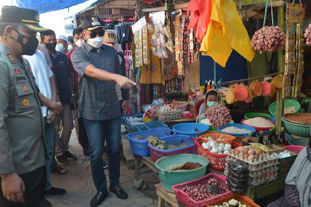 Bupati ASA Pantau Harga Kebutuhan Pokok di Pasar Sentral Sinjai