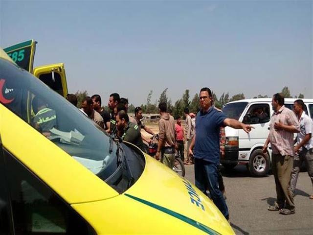 مصرع شخص وإصابة 19 آخرين في انقلاب سيارة عمال باالبحيرة