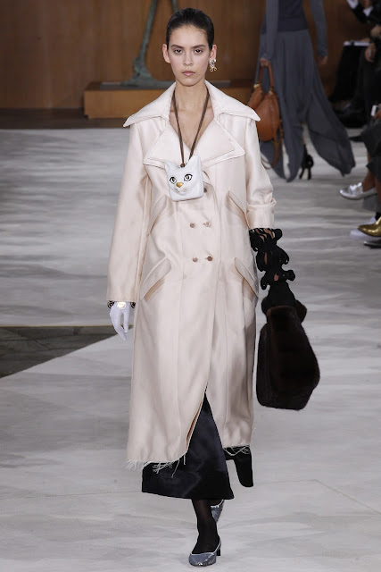 Beige Trench Coat | Loewe Fall 2016 Paris Fashion Week