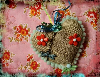 easy do it yourself cloth velvet sachet for Valentines's day