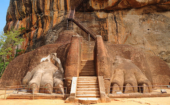 Xvlor Sigiriya is fortress and gardens as sophisticated city layout in first millennium