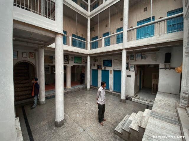Lahiri Mahasaya Samādhi Varanasi