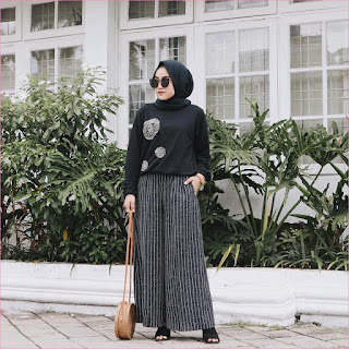 Outfit Celana Cullotes Untuk Hijabers Ala Selebgram 2018 hijab square pashmina diamond kacamata top blouse mangset high heels loafers and slip ons pants cullotes pallazo stripe hitam putih slingbags rotan ootd trendy