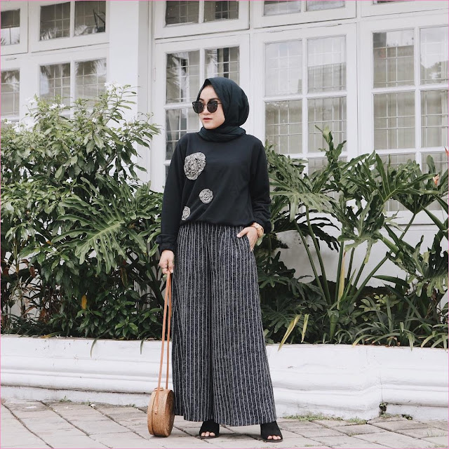 Outfit Celana Cullotes Untuk Hijabers Ala Selebgram 2018 hijab square pashmina diamond kacamata top blouse mangset high heels loafers and slip ons pants cullotes pallazo stripe hitam putih slingbags rotan ootd trendy