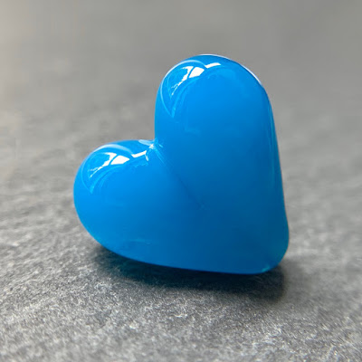 Handmade lampwork glass heart bead by Laura Sparling made with CiM Adriatic