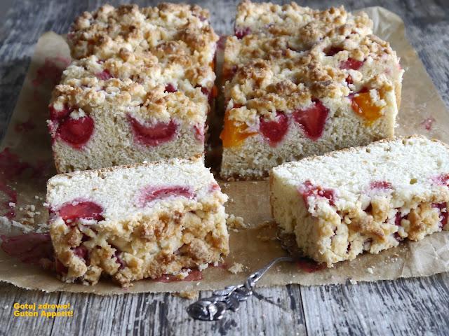 Ciasto drożdżowe z truskawkami i morelami - proste, bez zaczynu - Czytaj więcej »