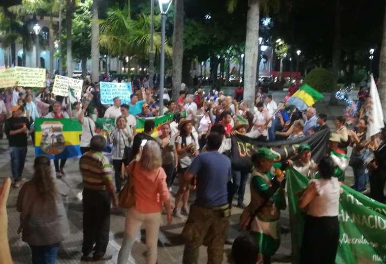 Los marchistas llegaron al centro cruceño después de un mes de caminata / EL DEBER