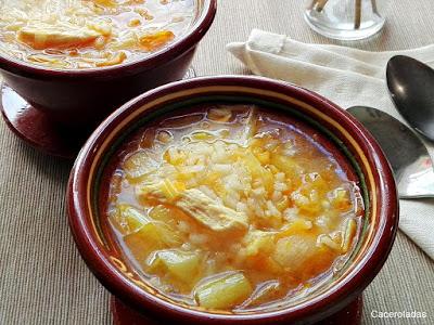 Sopa de arroz con pollo