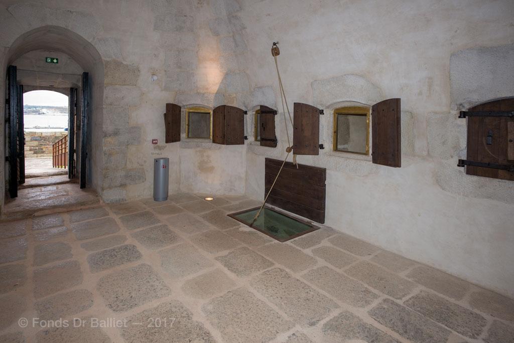 chemin es d fensives de la tour de camaret fortifications dispositions insolites ou. Black Bedroom Furniture Sets. Home Design Ideas