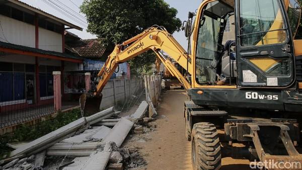 Robohnya Tembok Penghalang Rumah tapi Pemilik Lahan Tak Terima