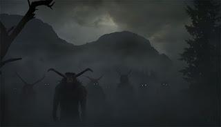 Bosque oscuro y con niebla en el que se observan figuras antropomorfas con cuernos de bufalo.
