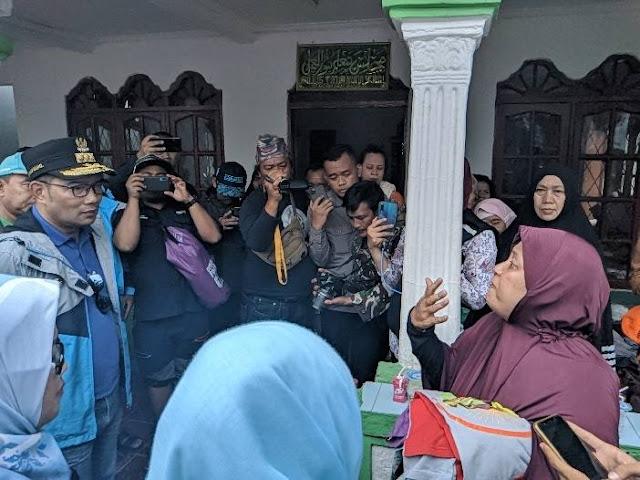 Ketika Ridwan Kamil Diceramahi Ibu-ibu Korban Banjir Villa Nusa Indah