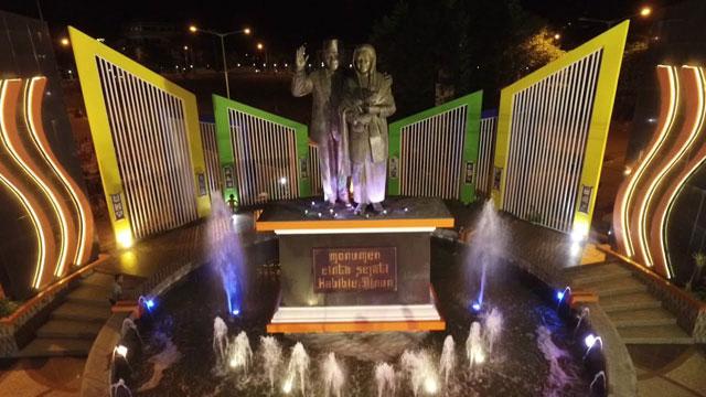 Monumen Cinta Sejati Habibie-Ainun