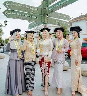 produk umkm indonesia di bidang fashion kebaya Indonesia