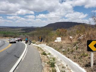 Homem perde controle de moto na ladeira do Campo Comprido em Cuité e cai em ribanceira