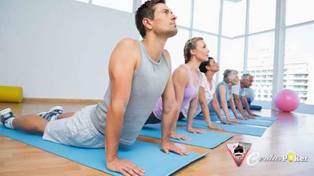 5 Alasan untuk Lakukan Olahraga Yoga Mulai dari Sekarang, Catat Ya!