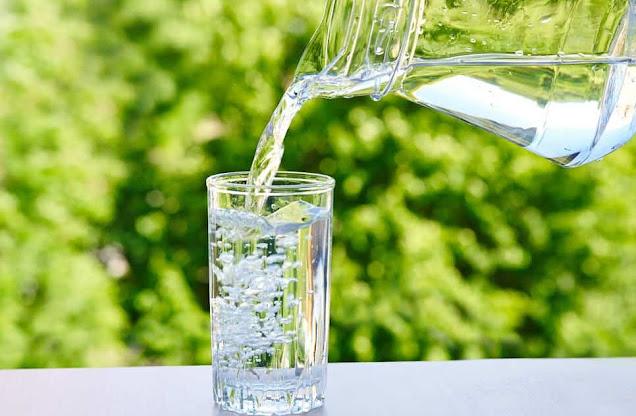 Minum cukup air