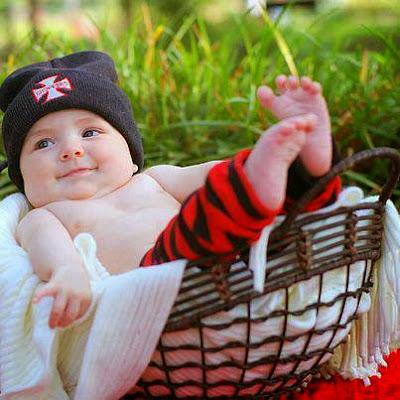 sevimli sevimli küçük bebek