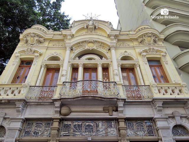 Perspectiva inferior da fachada da Casa da Bóia - Centro Histórico de São Paulo