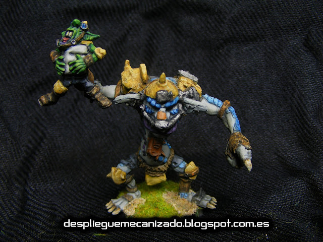 Miniatura de troll lanzador de goblins.