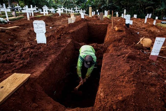 Makam covid-19 dibongkar