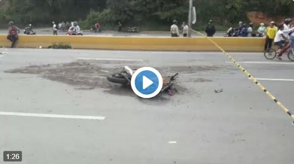 Dos motorizados murieron al chocar de frente en autopista del este
