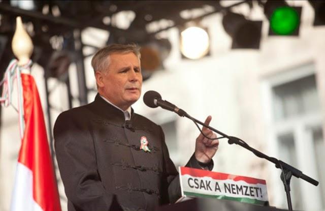 A Jobbik felszólította a kormányt: hagyjanak fel a zsarolással!
