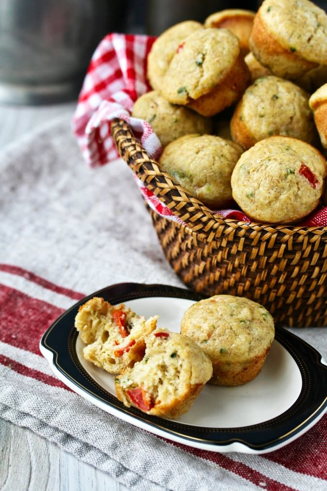 Sourdough Tomato and Basil Muffins with Parmesan and garlic - Pane bianco muffins