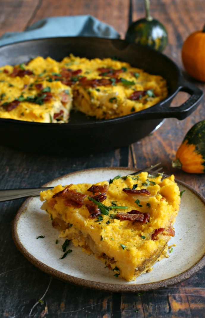 Recipe for a side dish of creamy baked cornmeal with bacon and cheese.