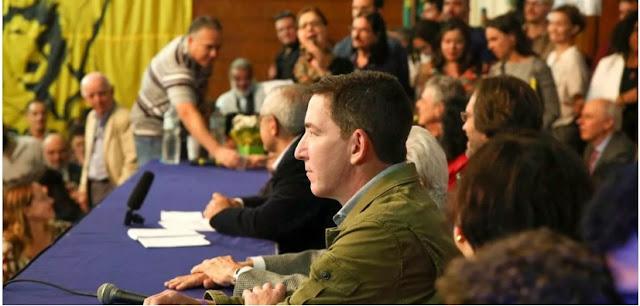 """""""Não me importo com ameaças e não vou deixar o país dos meus filhos regredir para ditadura"""", diz Glenn em ato da ABI"""
