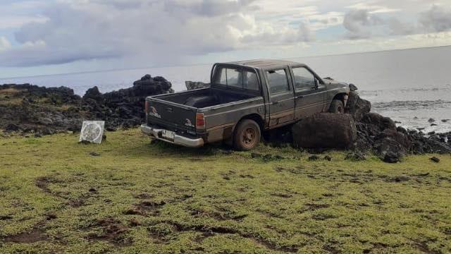 Carro bate em estátua da Ilha de Páscoa/Reprodução