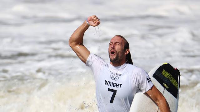 Surfista que teve grave lesão cerebral em 2015, australiano Owen Wright comemora bronze nos Jogos Olímpicos de Tóquio