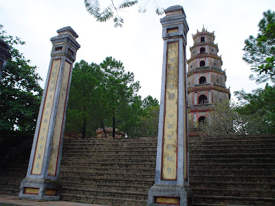 Pagoda Perfume River, Vietnam