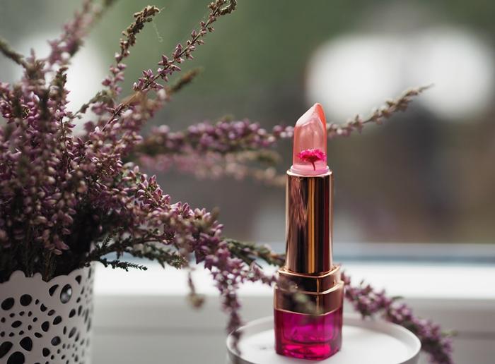 szminka z prawdziwym kwiatkiem