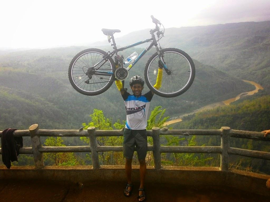 Berpose bareng sepeda