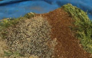 Pencampuran bahan Pembuatan Silase Hijauan Pakan Ternak