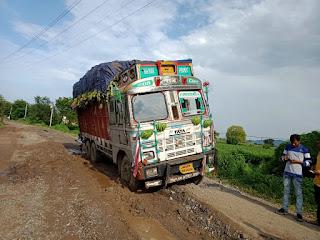 ग्राम बहादपुर से बिरोदा जाने वाला मार्ग बना लोंगो की मुसीबत का सफर