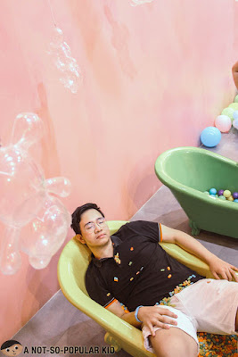 Emil Ong in Bath Tub, The Dessert Museum