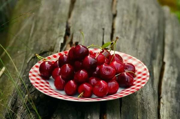 7 Health Benefits of Cherries