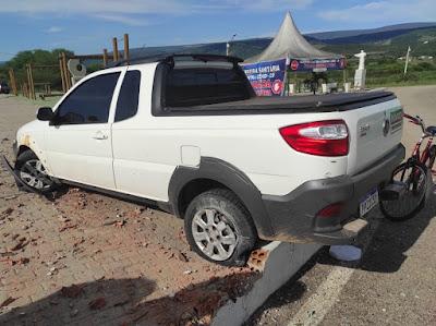 Motorista é preso em flagrante por dirigir alcoolizado; homem invadiu com veículo estrutura onde fica instalado letreiro com nome de Jussiape
