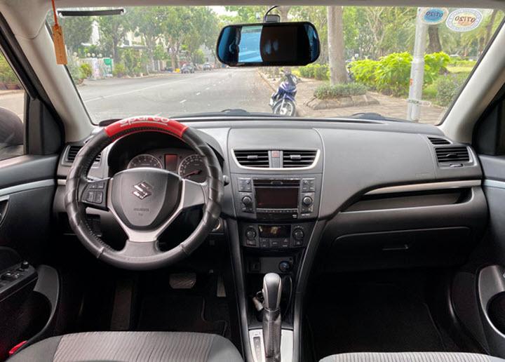 Suzuki Swift đã dùng 5 năm, giá chưa tới 400 triệu đồng