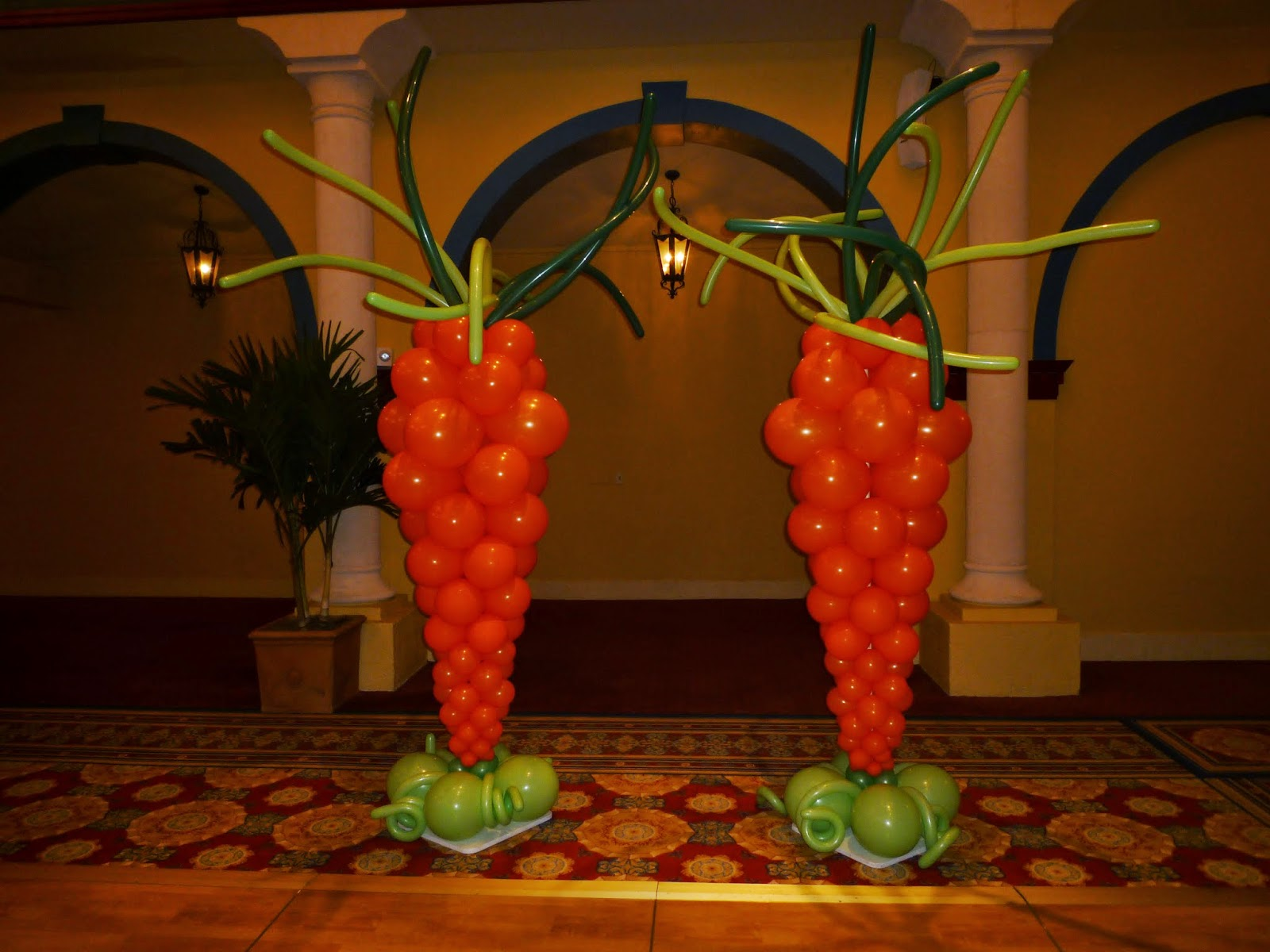 Easter carrots balloon column