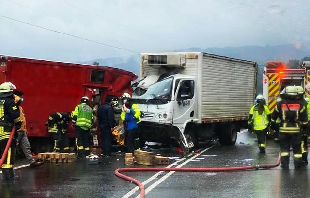 Accidente: fatal colisión frontal de camiones en el sector La Paloma