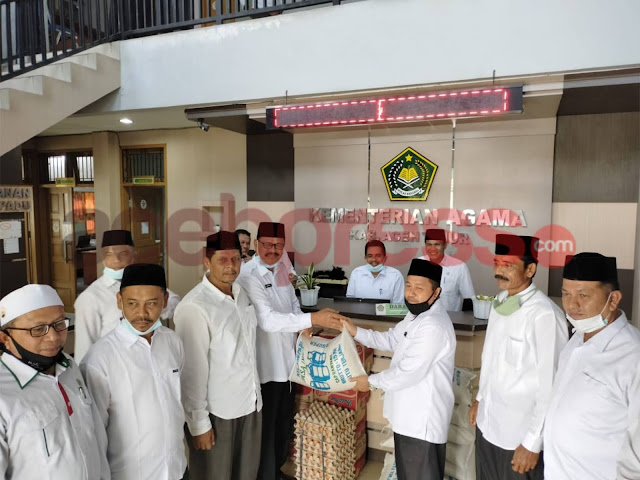Sebagai bentuk solidaritas, Kemenag Pidie Jaya Antar bantuan ke Aceh Timur