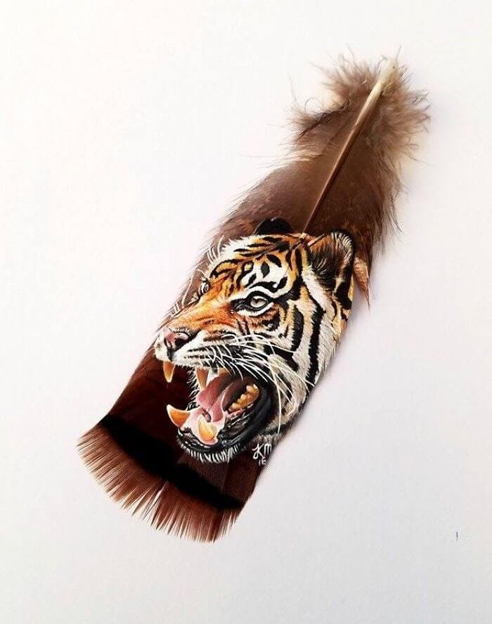 07-Tiger-on-a-wild-turkey-feather-Krystle-Missildine-Painting-Realistic-Animals-on-Delicate-Feathers-www-designstack-co